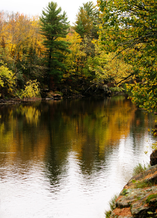 Photograph of fall colors on the Kettle River.
